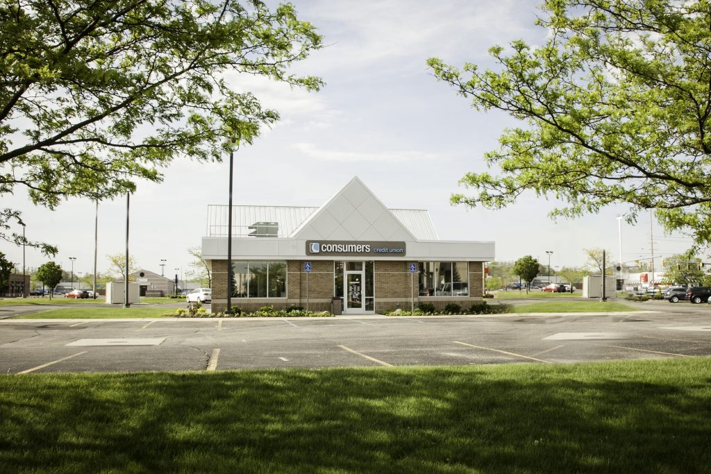 Front view of Battle Creek Consumers Credit Union branch